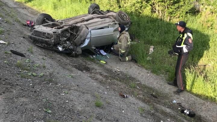 На Серовском тракте после столкновения в овраг улетели Toyota и Lada: погиб один из пассажиров