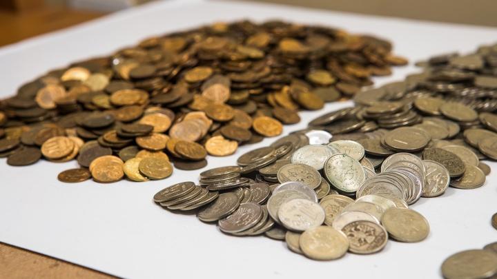 Сбербанк извинился перед новосибирцем, который принёс четыре мешка мелочи