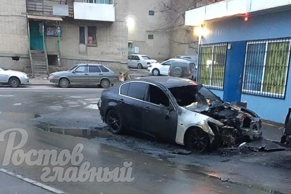 Машина загорелась на улице Штахановского, 14