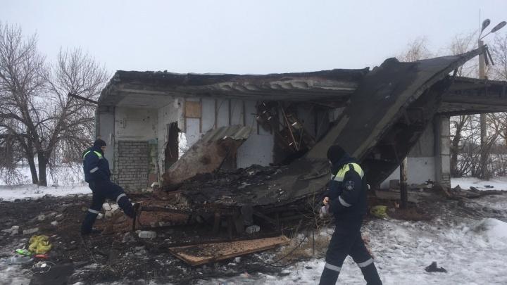 «Раньше тут была заправка»: в Советском районе Волгограда бетонная плита раздавила молодого мужчину