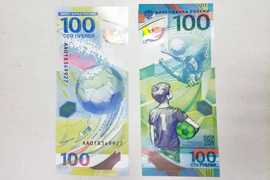Новосибирец рассказал, что купюры на ощупь мало похожи на бумагу— они «пластиковые»