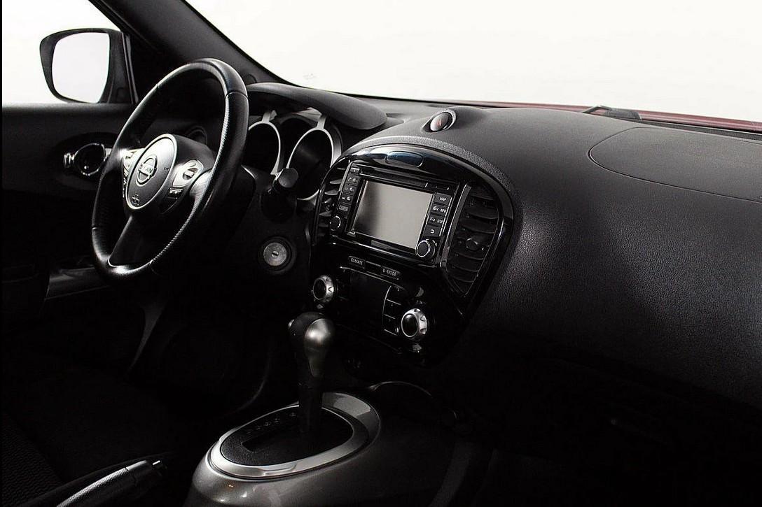 В салоне автомобиля тесновато, зато есть ощущение спортивной машины