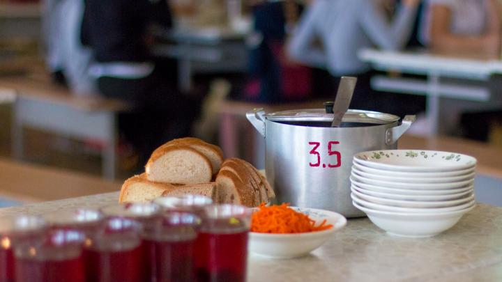 Дизентерия от десерта: за отравление учеников школы № 81 будут судить замдиректора комбината питания