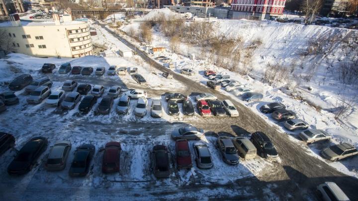 Власти Новосибирска разрешили построить парковку на берегу реки