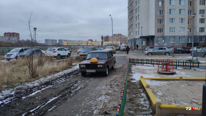 «Я паркуюсь, как...»: народная месть автохаму, «Газель» на тротуаре и «инвалиды» у суда на 8 Марта