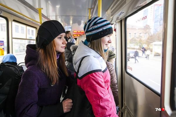Чтобы не ждать в маршрутке проверки ГИБДД, челябинцы пересели на трамваи и троллейбусы