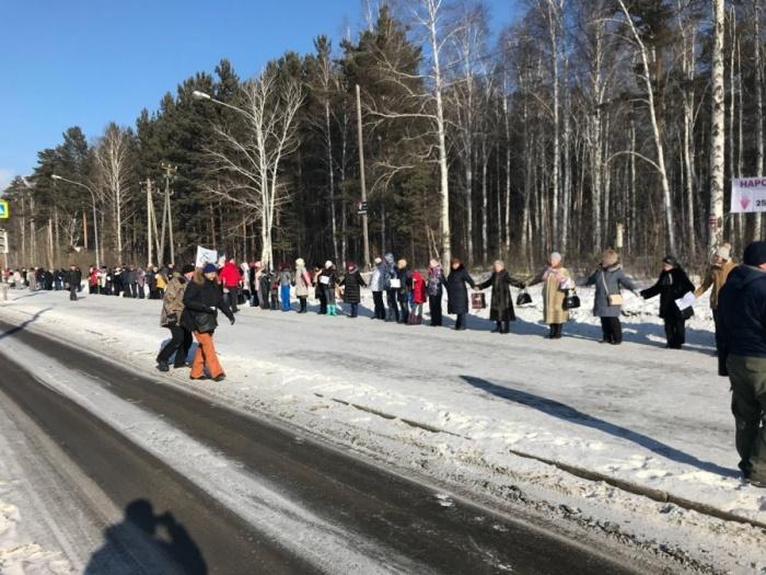 Жители Краснолесья устраивали флешмобы, чтобы защитить лес