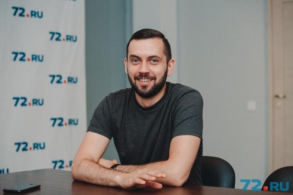 Вадим Толчеев занимается самообразованием и учится в зарубежных вузах дистанционно. Недавно он закончил курс бостонского университета по стратегическому маркетингу в соцсетях