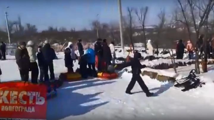 «Какое отвратительное детство»: волгоградцы обвинили мэрию в очередях на снежных горках