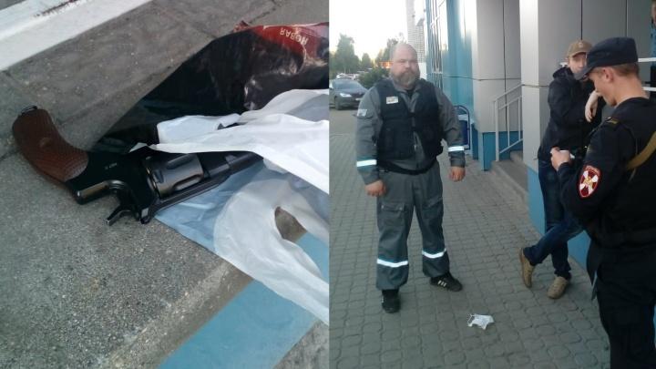 «Долго ходил у входа»: в Ярославле у банка задержали мужчину с револьвером