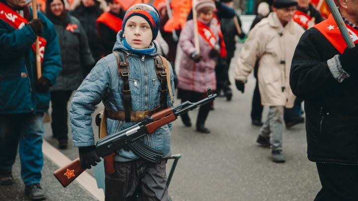 Смотрим 12 лучших фото с демонстрации коммунистов в Тюмени