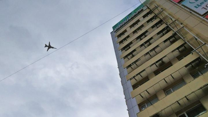 Над Новосибирском пролетел стратегический бомбардировщик