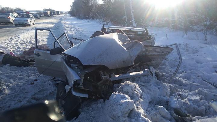 На трассе Екатеринбург — Курган в лобовом столкновении погибли пенсионер и его пассажирка