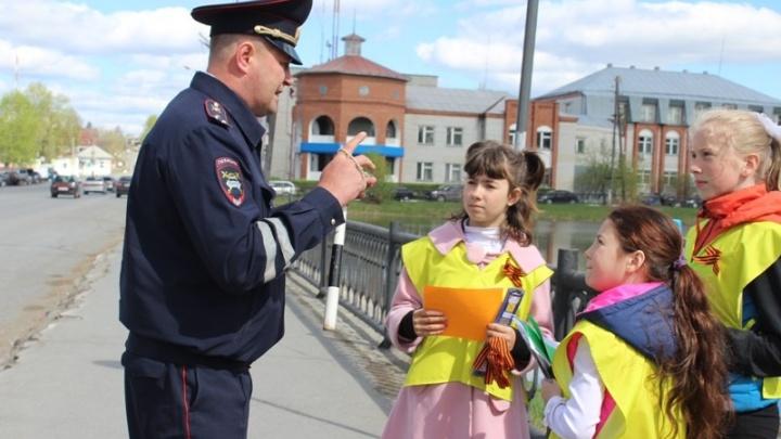 Екатеринбуржцев попросили сообщать в полицию о подростках, которые попрошайничают на улицах