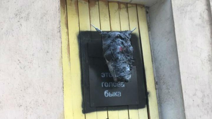 В центре Ярославля снова появилась«сатанинская» голова: кто развешивает по городу пугающие объекты