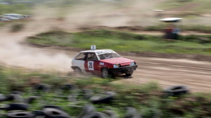 Крутые виражи и пыль из-под колёс: в Челябинске состоялся чемпионат УрФО по автокроссу