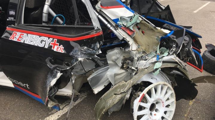«Мам, жён, любовниц прошу отойти от экрана»: челябинец попал в аварию на ралли в Чехии