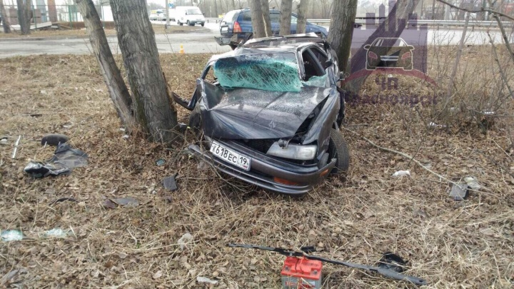 Иномарка с молодым водителем превратилась в груду металла после тарана на Пограничников
