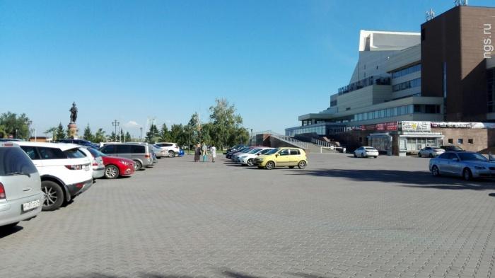 В Красноярске до конца сентября для авто перекрыли площадь у БКЗ