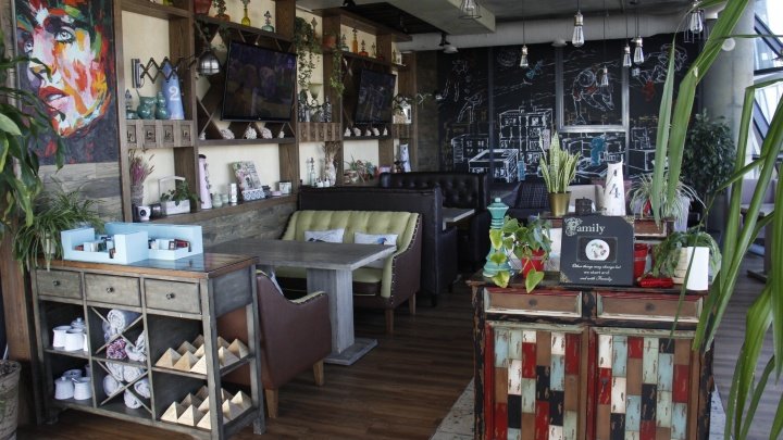 В здании с рекордным количеством заведений открылся двухэтажный ресторан