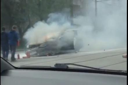 Автомобиль загорелся во время движения