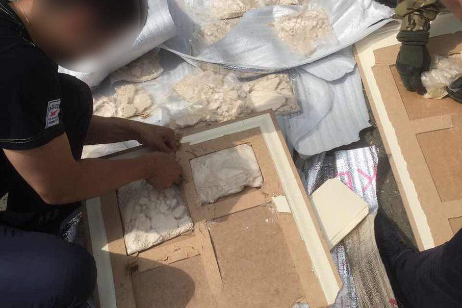 Наркотики были спрятаны в полостях межкомнатных дверей, которые провезли через границу на арендованной «Газели»