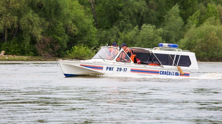 C катера посреди Обского моря спасли трёх детей