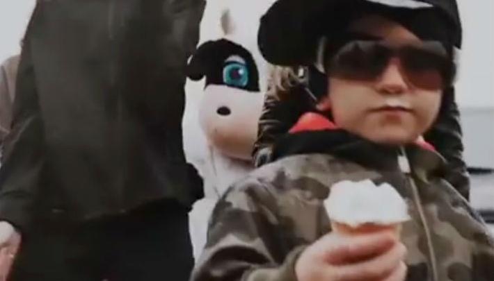 В Екатеринбурге фабрика мороженого выпустила клип, где перепела Егора Крида и Филиппа Киркорова
