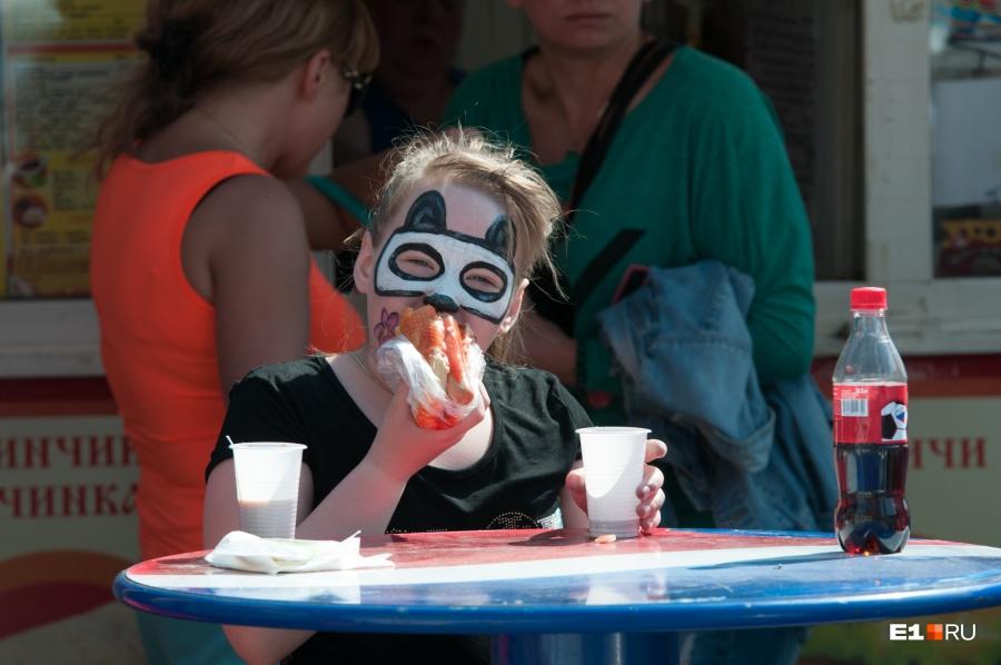 ВСвердловской области в«оздоровительном» лагере детей кормили фаст-фудом