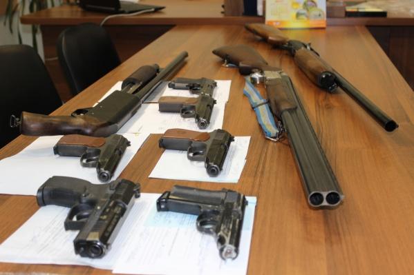 Сданное оружие проверяют дважды: в полиции и в Росгвардии