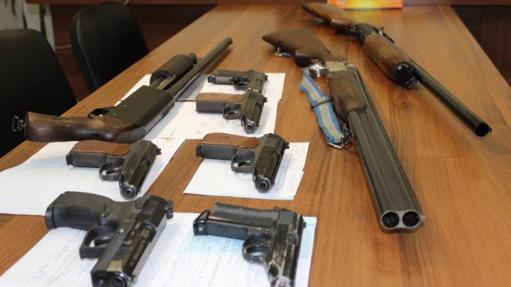 Росгвардия призывает жителей области сдавать оружие за деньги