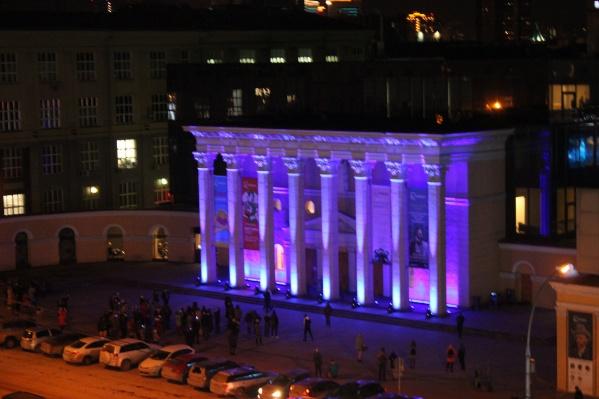 Кинотеатр «Победа» участвует в акции«Зажги синим» уже несколько лет