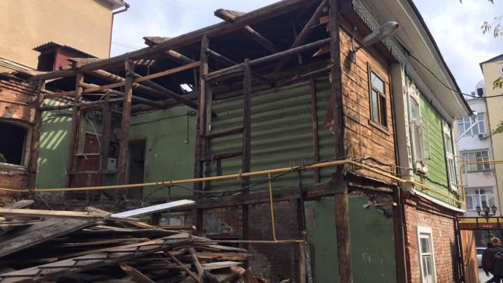 На Вайнера разрушили часть старого дома, который недавно ремонтировали