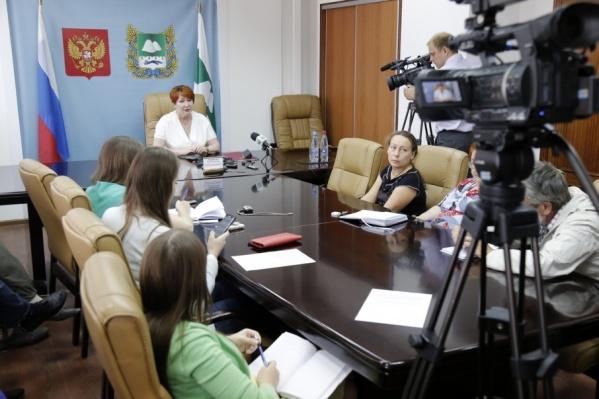Елена Перминова подвела итоги весенней сессии в Совете Федерации