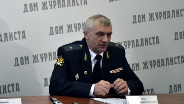 Бывший главный судебный пристав Омской области пытается через суд восстановиться в должности