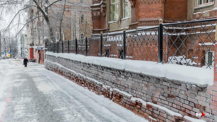 МЧС предупреждает пермяков о сильном снеге и гололедице