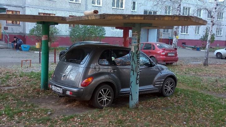 «Я паркуюсь как...»: гараж под грибком и «инвалид» из Казахстана