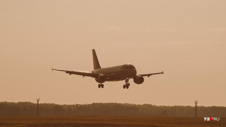 Самолет с тюменцами на борту больше часа кружил над морем, а потом вернулся в аэропорт Антальи
