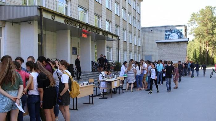 На ярмарку собрались сотни любителей науки