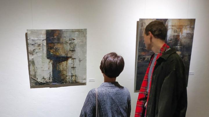 «Строим одни храмы, отрекаясь от других»: почему художник из Северодвинска рисует бочки с нефтью