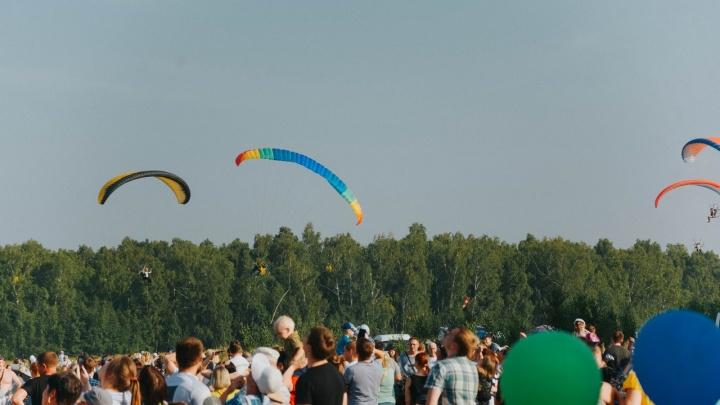Следователи начали проверку по факту падения параплана на фестивале «Небесные ласточки» в Зауралье