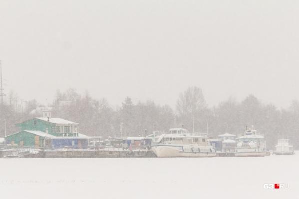 Аварийное судно находится у переправы в селе Рождествено