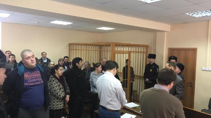 В Екатеринбурге посадили банду аферистов, которые обманули банки на 15 миллионов рублей