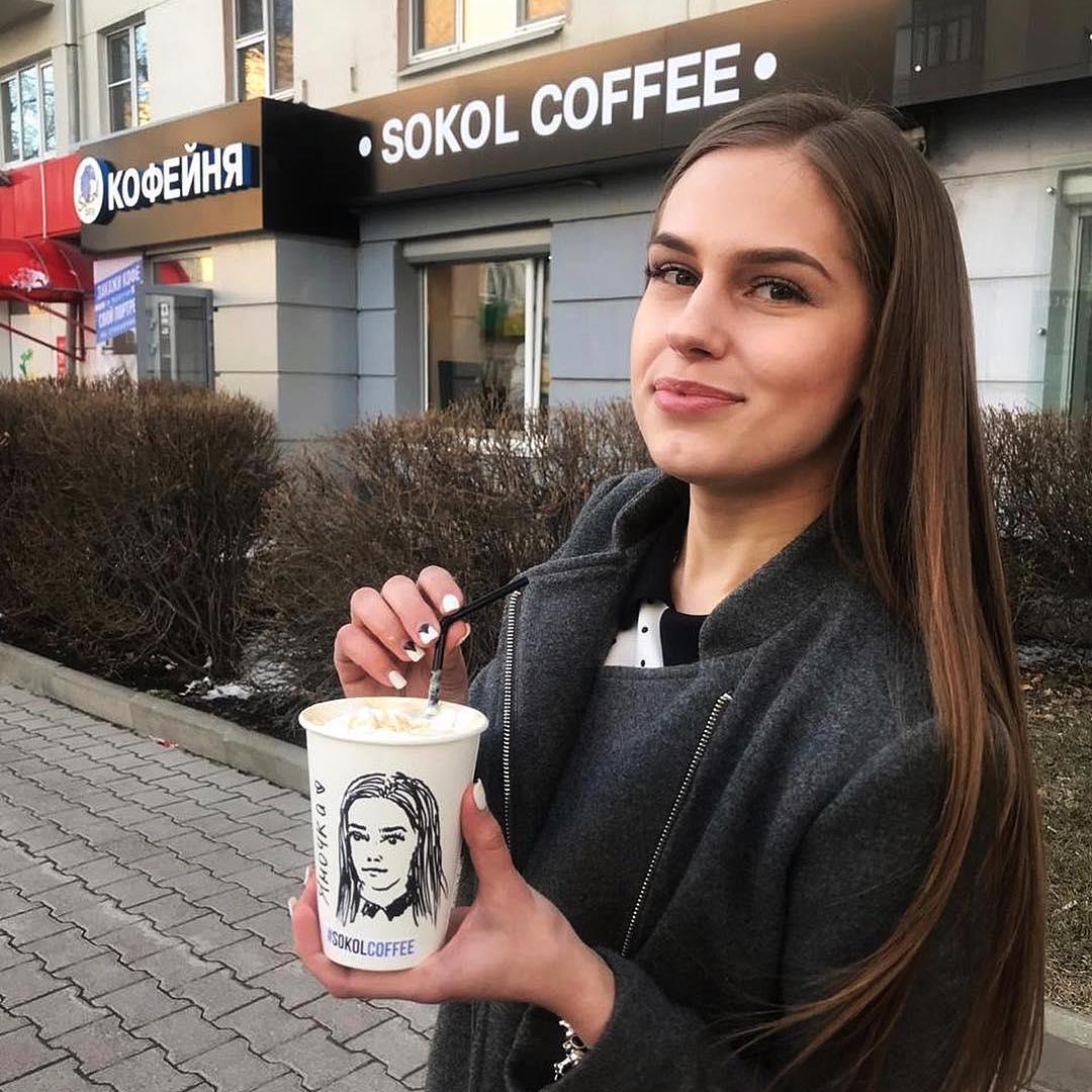 С сыром, базиликом и твоим портретом: 10 необычных кофе, которые предлагают в Екатеринбурге