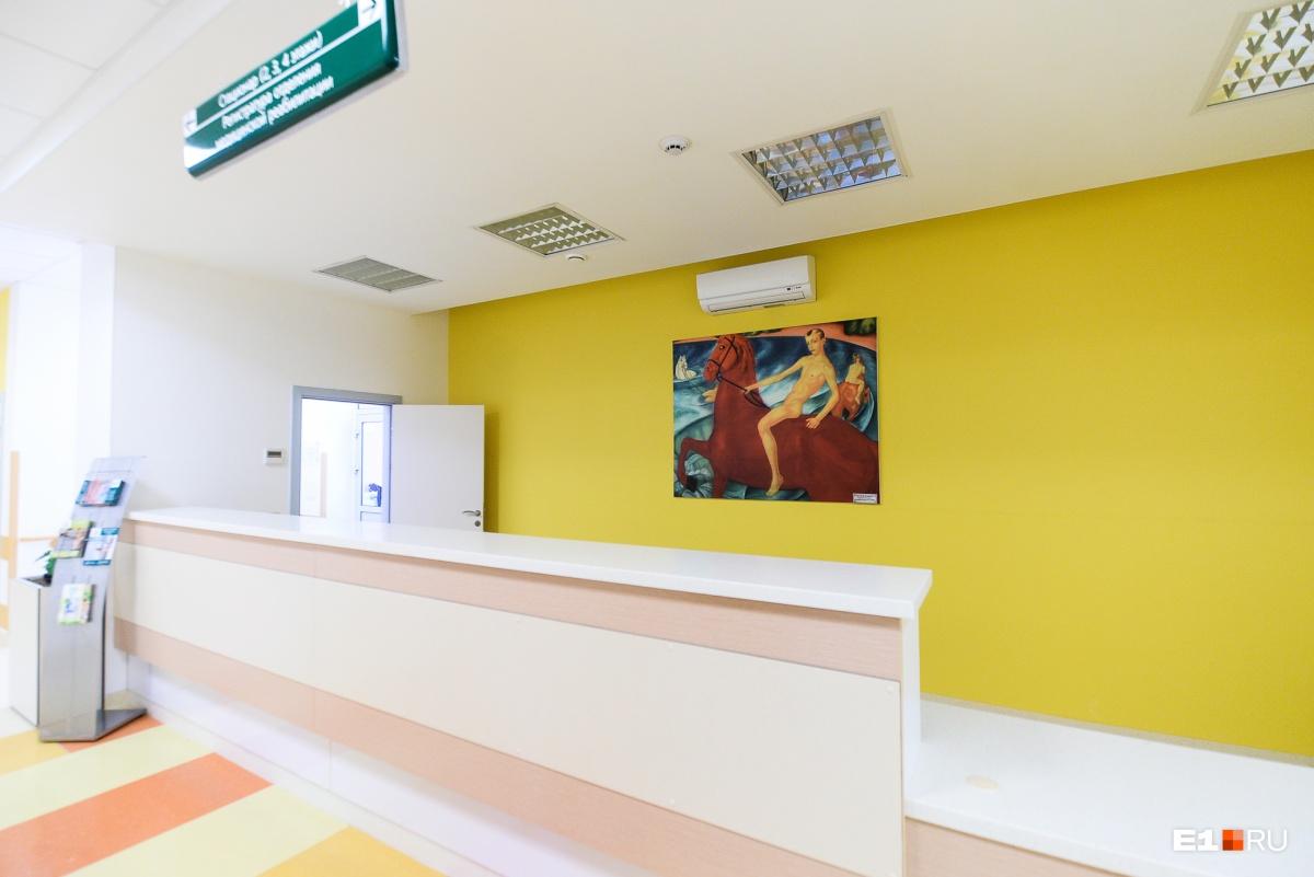 Коллекцию репродукций на стенах клиники лично подбирал Владислав Валентинович