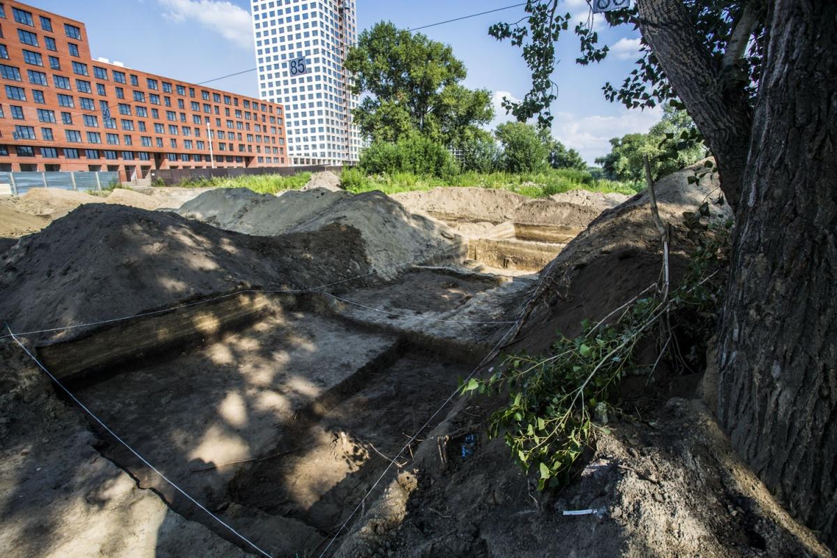 Во время раскопок археологи нашли древние жилища и захоронения людей