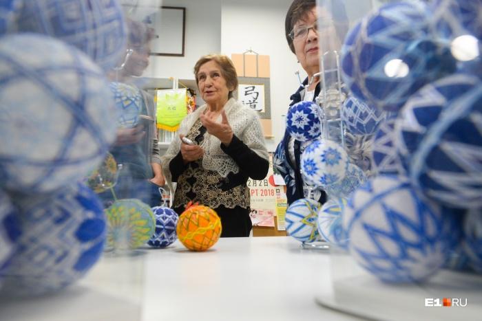 Четыре екатеринбургские рукодельницы создали уникальную коллекцию из 250 новогодних шаров