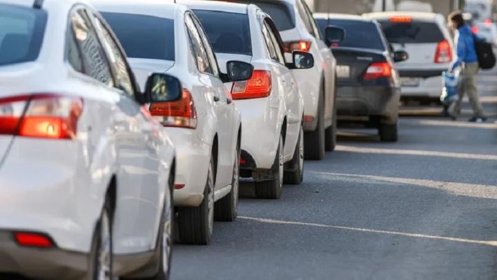 Из-за ДТП с тремя машинами волгоградцы застряли в пробке на трассе Волгоград — Астрахань