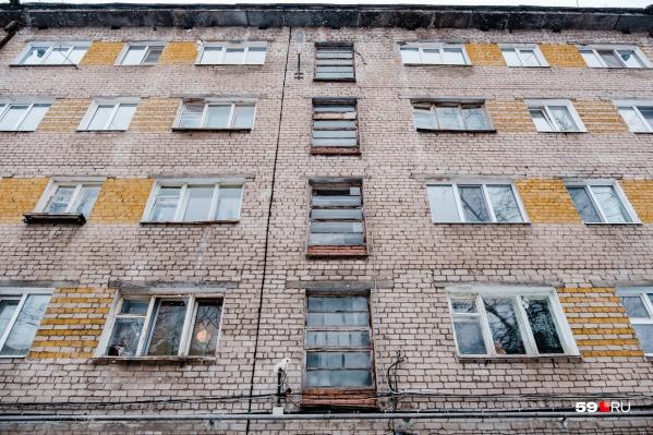 Жители дома пожаловались на работу УК, которая игнорирует их заявки