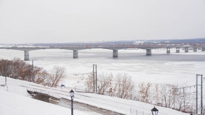 Пробка на Коммунальном мосту: почему в центре Перми не проехать?